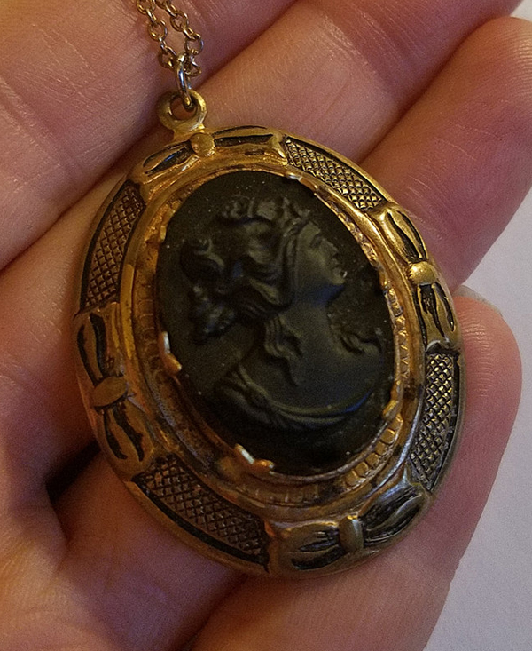Vintage Black Glass Cameo Locket Pendant Necklace