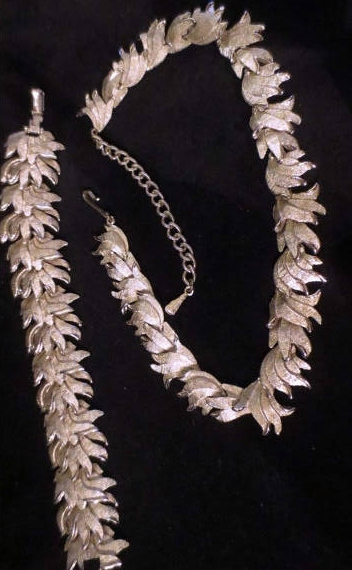 Vintage 1950's Silvertone Necklace and Bracelet Set Leaves