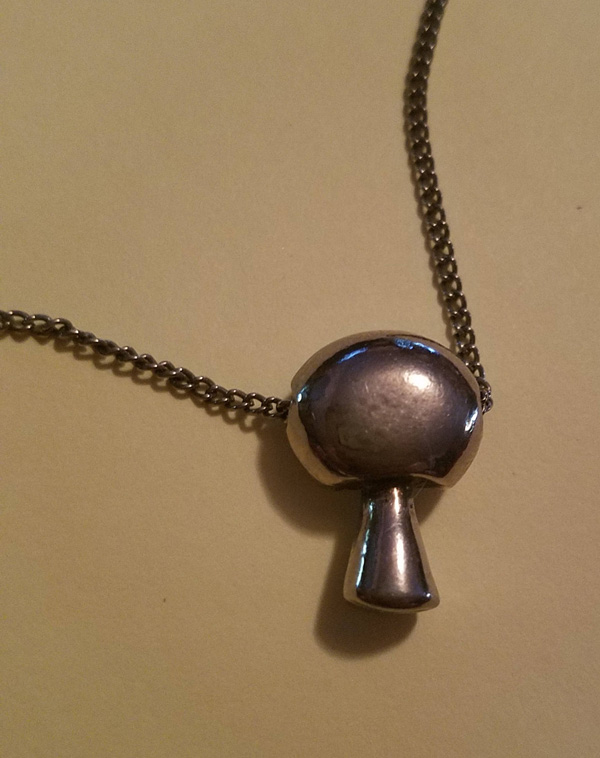 "Vintage 1970's Silver Mushroom Pendant on 16"" Chain Necklace Choker"