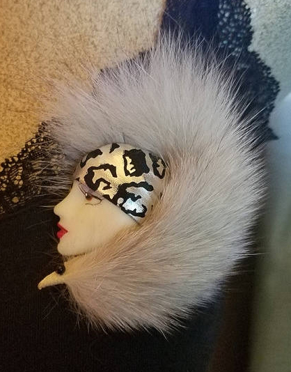 Vintage Porcelain Lady Woman Face Fox Fur Stole Pin Brooch