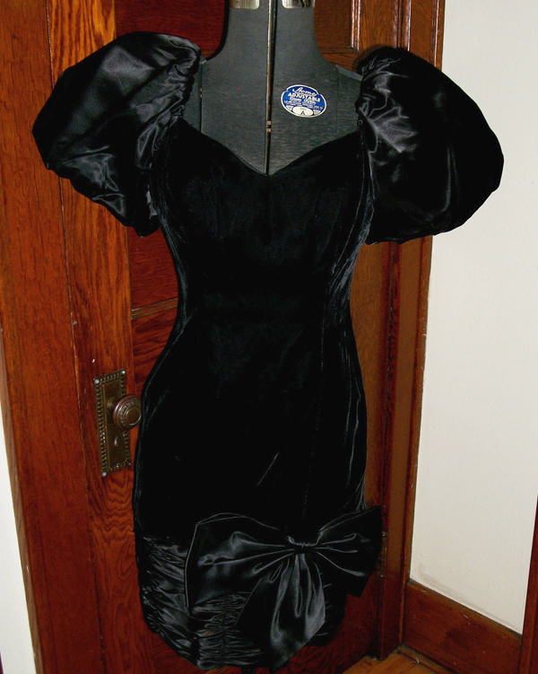 Vintage Black Velvet Party Dress Satin Bow Big Puff Sleeves Small